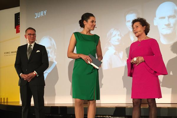 Icon Awards: Moderatorin Julia Bauer, Andrej Kupetz vom German Design Council und ich als Jurymitglied