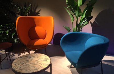 """Starke Farben für """"Armada""""-Sessel bei Moroso, Design von Nipa Doshi & Jonathan Levien."""