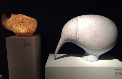 """Ökologisches Projekt im Superstudio: """"Ecobirdy"""", Produkte aus Plastikmüll von den Meeren."""