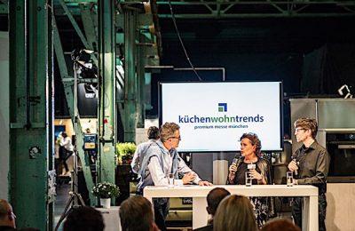 """küchenwohntrends2018: """"Reduce to the max … oder wie wohnen wir in der Zukunft?"""" Moderator Florian Schwarz interviewte Hans Winkler und mich"""