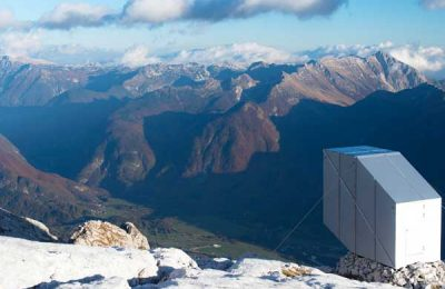 Hochalpines Biwak an der italienisch-slowenischen Grenze von OFIS Architekten