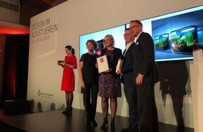"""Für Schüller Küchen und Next125 nahmen den """"Best of""""-Award Annette Schumacher und Markus Schüller entgegen."""