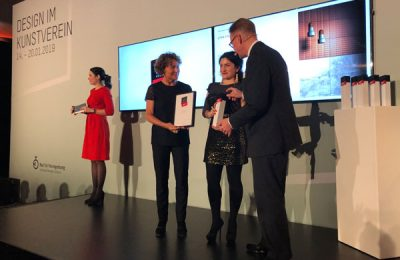 """Den """"Best of""""-Award für neue Fliesen von VitrA nahm Designerin Ezgi Ulug entgegen."""
