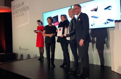 Preisverleihung an hansgrohe Design, vertreten durch Astrid Bachmann (neben Andrej Kupetz) und Silvia Olp