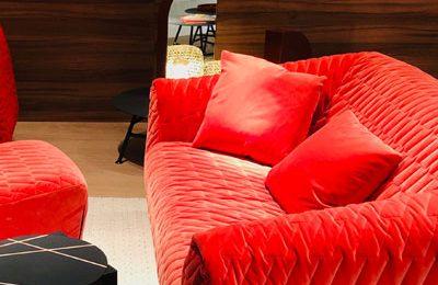 """Ligne Roset: Sofa """"Cover"""" von Marie Christine Dorner mit neuem Samt und verschiedenen Mustern."""